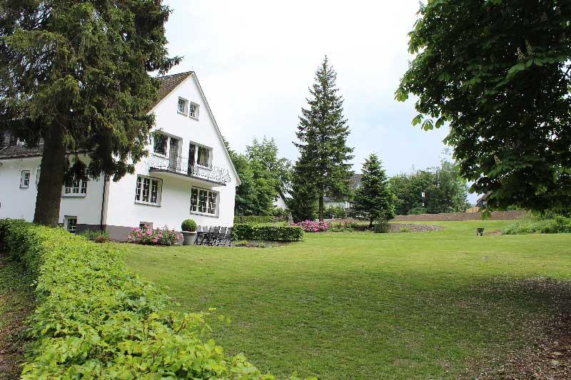 buitenaanzicht-Haus-am-Walde-Winterberg-achterkant-huis-vanaf-bos